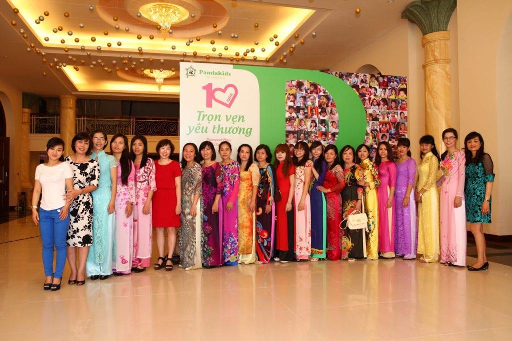 đội ngũ giáo viên trường mầm non dân lập chuyên giữ trẻ từ 9 tháng tuổi