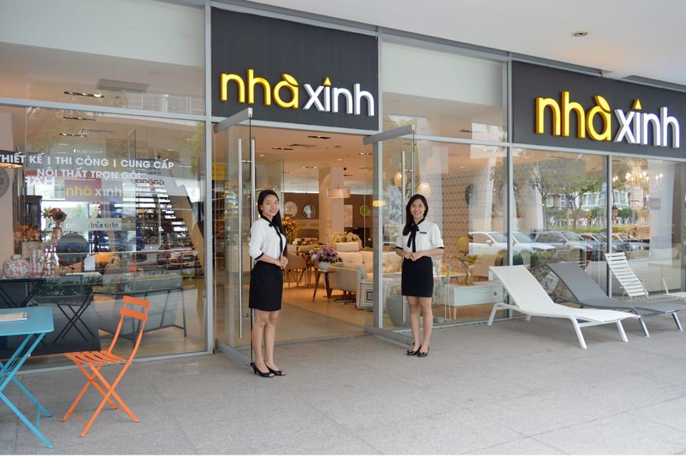 showroom bàn ăn bằng gỗ Nhà Xinh