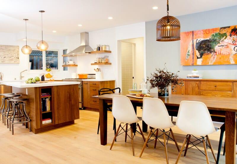 showroom bàn ăn bằng gỗ sang trọng hiện đại