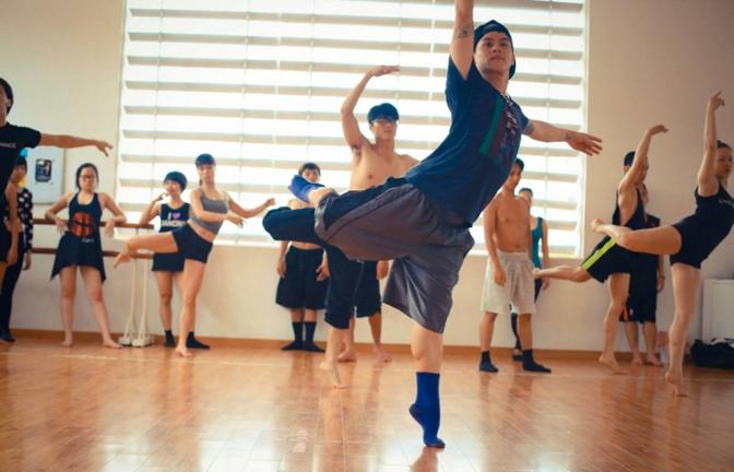 Luyện tập khiêu vũ kết hợp giảm cân